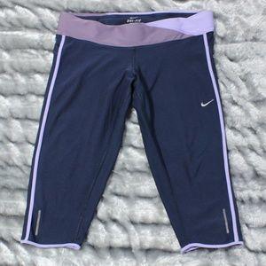 Nike Womens Dri Fit Twisted Capri Tights